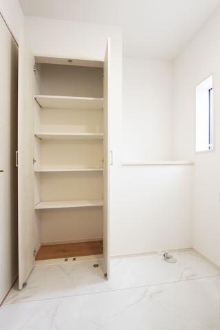 (洗面所収納)買い置き品やバスタオルもたくさん収納できます♪
