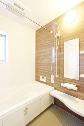 (同仕様・浴室)1坪タイプの広々浴室!子供と一緒にバスタイム!