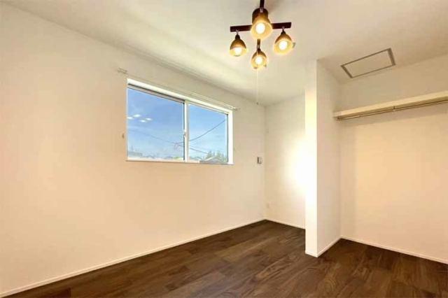 (洋室)6帖仕様の洋室には扉がないクローゼット付き♪陽当たりも良好です♪
