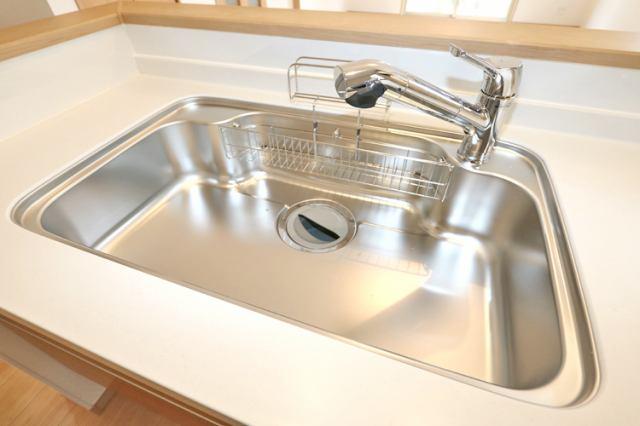(同仕様・浄水器付混合水栓)浄水器一体型の水栓でシンク周りスッキリ!