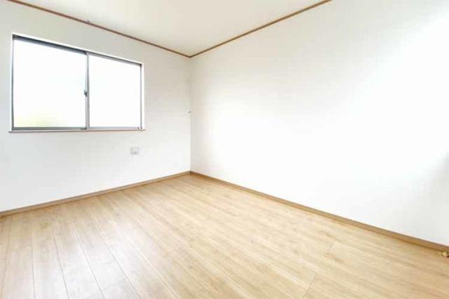 (同仕様・洋室) 子供部屋に最適な南に面した明るい洋室♪勉強もはかどるかも…♪