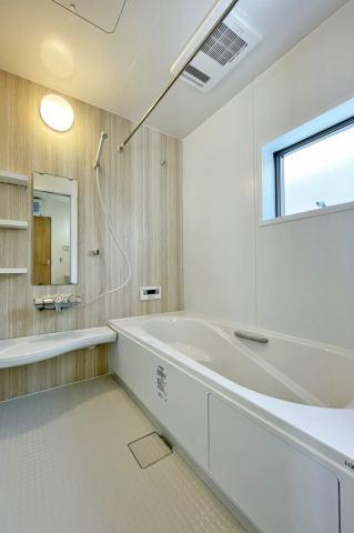(浴室) やっぱりお子さんと一緒に広々入れるお風呂が理想ですよね♪冬は浴室暖房が強いミカタ!