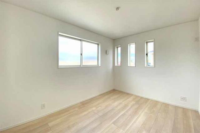 (洋室)もちろん全室収納つき♪陽当たり良好なのでどのお部屋を誰のお部屋にも使えますね♪