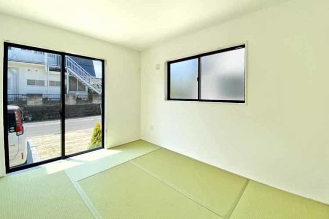 (和室)6帖の明るい和室です♪和室は足音も響きにくいので育児スペースやお昼寝タイムにぴったり♪