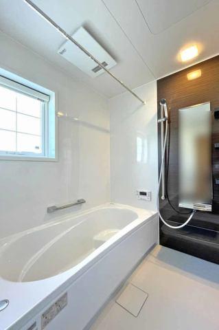 (同仕様:浴室) お子様と入ってもゆとりのある1坪の広々浴室♪