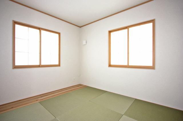 (同仕様・和室)二面彩光の明るい和室♪ 落ち着く空間です♪