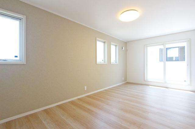 (洋室)ウォークイン付・9.5帖の広々主寝室です!