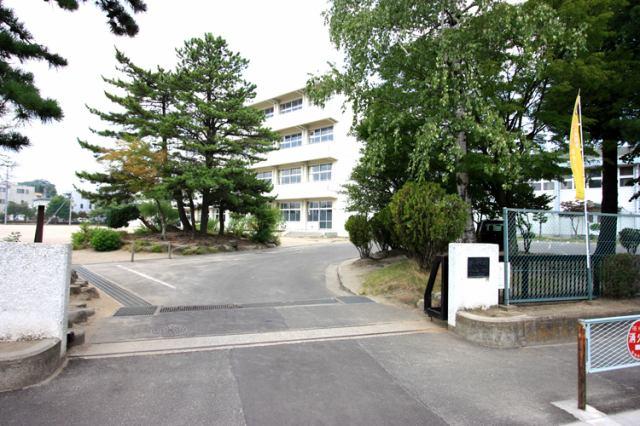 小松島小学校まで徒歩8分