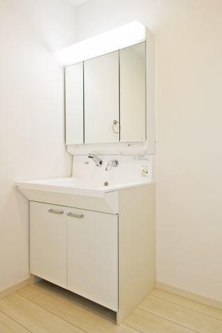 (同仕様・洗面化粧台)収納豊富な化粧台!3面鏡で横顔チェック!