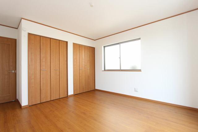 (同仕様・1階/洋室)収納付きの洋室です。