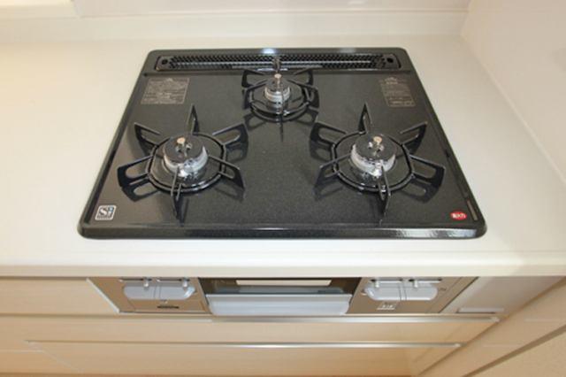 (同仕様・ガスコンロ)3口コンロで複数の調理もできます♪