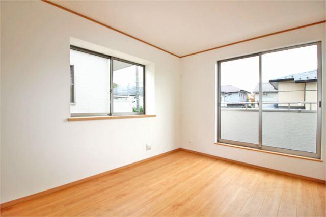 (同仕様・洋室) 7.5帖の一番広めの主寝室向きの洋室です!大きめクローゼットで大収納!