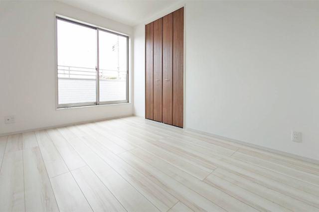 (洋室) 全洋室6帖以上の仕様です。全室収納付きでお部屋もスッキリ♪
