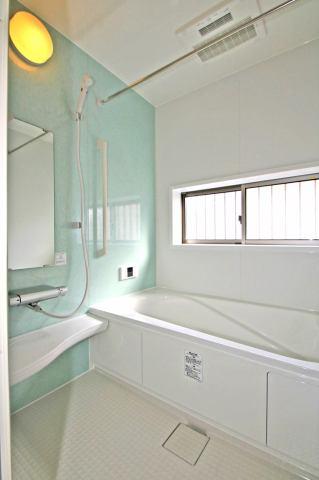 (同仕様・浴室) お子さんとお風呂に入るのも楽しみになりそうな可愛らしい浴室♪