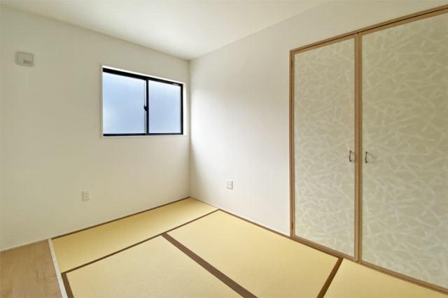 (和室)なんだか落ち着く和室♪ご両親やお友達がお泊まりに来たらくつろぎ空間になります♪