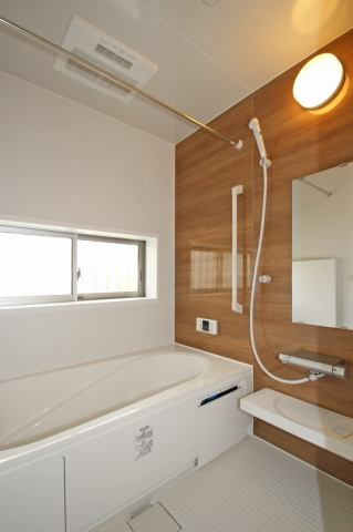 (同仕様・浴室) 浴室換気乾燥機付き♪ お天気が悪い日でも洗濯物はスピード乾燥!