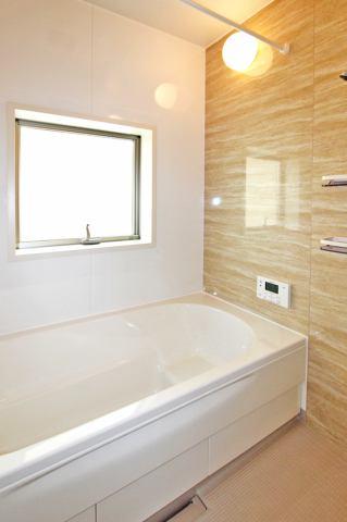 (同仕様・浴室) 浴室換気乾燥機付き♪ お天気が悪い日でも洗濯物はスピード乾燥(^^)