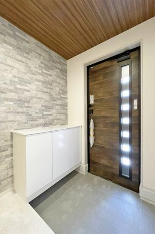 (玄関)おしゃれ玄関♪飾り棚付きでお写真やお花を飾っても素敵な玄関になりそうですね♪