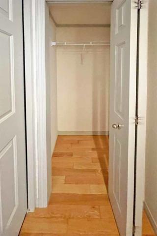 (廊下収納)日用品や掃除用具もスッキリ収納♪