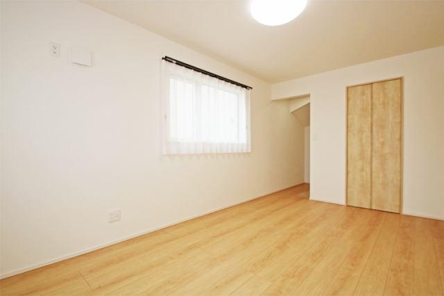 (洋室)1階の7.5帖の洋室にはウォークイン付きです♪