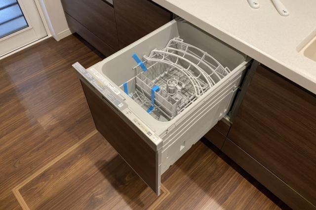 約5人分の食器が洗える食洗機。伸びるノズルで隅々まで洗う「タワーウォッシャー」採用。