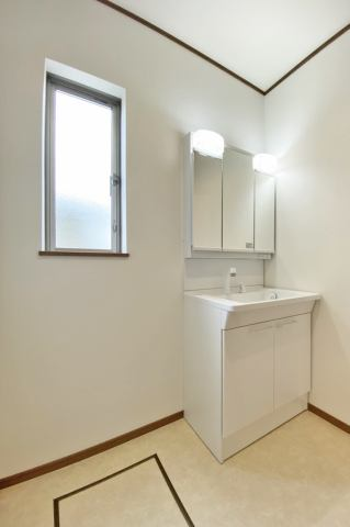 (同仕様・洗面化粧台)シャワーホース付きの洗面化粧台だからお掃除も簡単♪