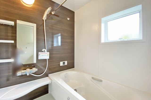 (浴室) 浴室換気乾燥機付き♪ お天気が悪い日でも洗濯物はスピード乾燥(^^)