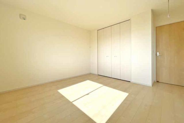 (洋室) お父さん待望の書斎?それともお母さんの趣味の部屋?使い方色々の洋室です