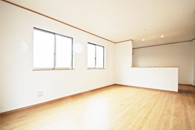 (同仕様・リビング)広々リビング!家具の配置が楽しみですネ!