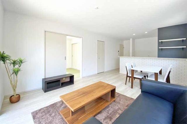 (LDK)ホワイトカラーで清潔感もあり明るい16帖リビング♪どんな家具も似合いそうです♪