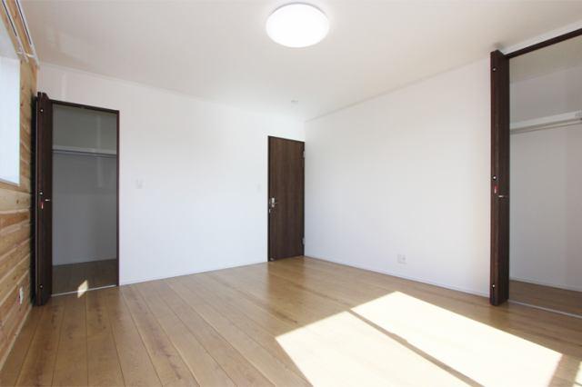 (洋室)広々9帖 大きな洋室!ウォークイン付です♪主寝室にいかがでしょうか?