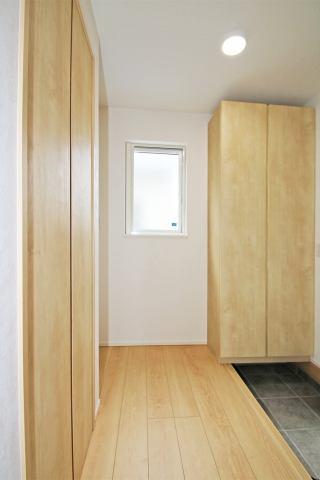 (靴箱)大容量の靴箱で玄関スッキリ!廊下収納あります♪