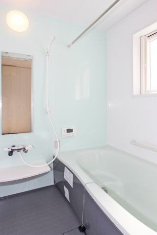 (同仕様・浴室) 広々1坪のシステムバス♪ 足を伸ばせるのが嬉しい♪