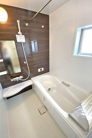 (浴室) お子様と入ってもゆとりのある1坪の広々浴室♪