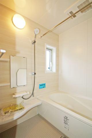 (浴室)1坪タイプの広々浴室!便利な浴室乾燥機付き♪