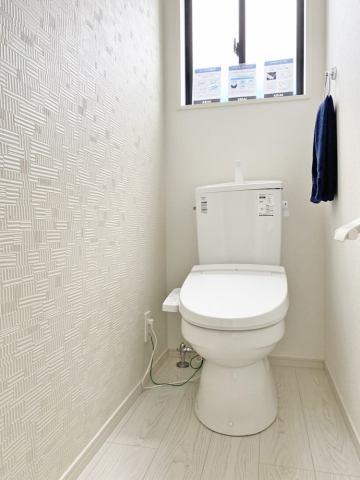(トイレ)デザインクロス採用のお手洗いスペース♪