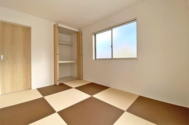 (和室)最近はやりの琉球畳♪1枚1枚取り外しができるのが嬉しいです♪小さなお子様の育児にもピッタ