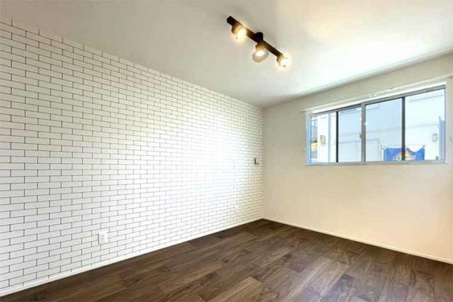 (洋室)全室6帖仕様です♪家具も安心して置くことが出来ます♪実はクロスもオシャレです♪