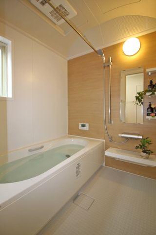 (同仕様・浴室) 一日の疲れは広々としたお風呂で癒しましょう♪