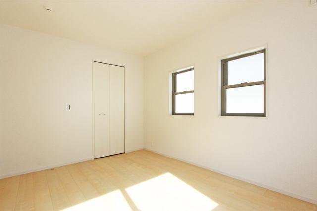 (2F・洋室) 大きなお部屋にウォークイン!主寝室にいかがでしょうか?