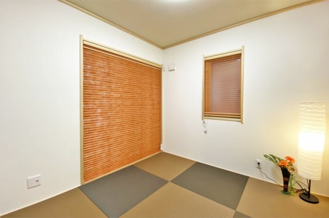 (和室)人気の琉球畳&プリーツスクリーンのオシャレな和室!