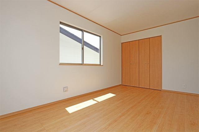 (同仕様・洋室)もちろん全室収納スペースつきです♪どんなお部屋にするか楽しみですね♪