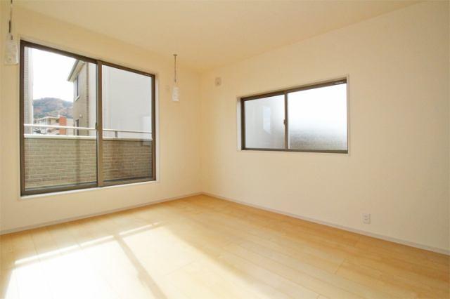 (洋室)全居室6帖以上、南向きで明るいお部屋です♪2階全室ウォークインクローゼット付きの憧れるお部