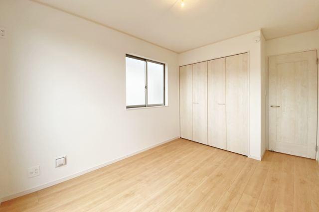 (同仕様・洋室)全室南向きで陽当たり良好♪もちろん全室収納ございます!