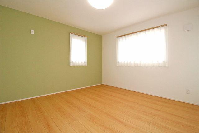 (洋室) 子供部屋に最適な南に面した明るい洋室♪勉強もはかどるかも・・(^^)