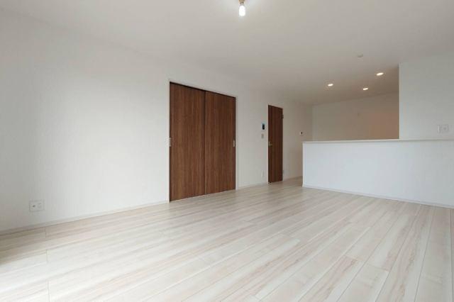 (LDK)16帖リビングに和室が隣接!お友達やご家族が遊びにきてもスペース広々です♪