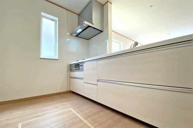 (キッチン)  使いやすい引き出し式のシステムキッチン♪浄水器一体型の水栓も嬉しい!