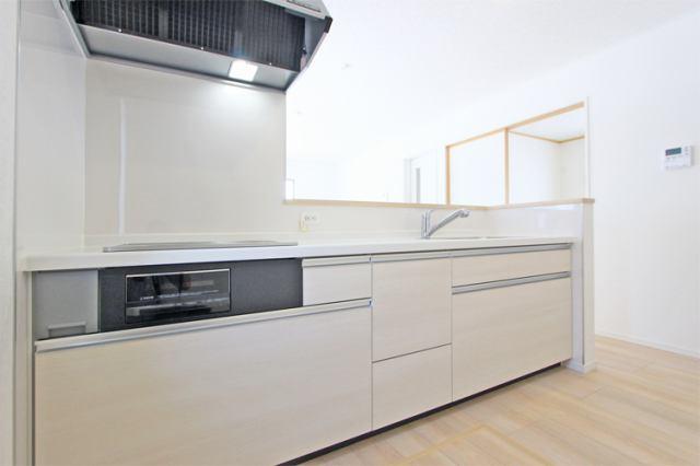 (キッチン)お料理はかどる対面式!テレビを見ながら毎日楽しく!
