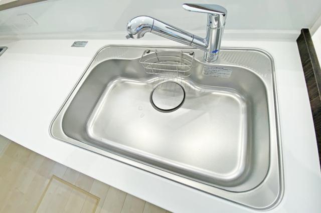(浄水器付混合水栓)傷やサビ、熱にも強いステンレス!蛇口の掃除はレモン汁!