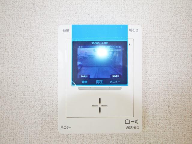 留守中の訪問者画像をモニター親機に自動で最大30件まで録画・保存♪帰宅後にも確認できます。